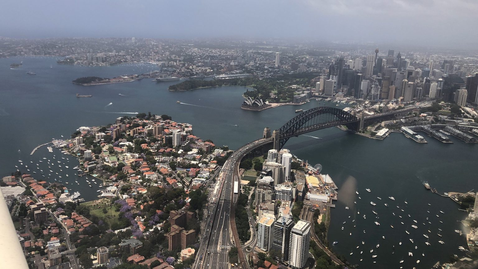Lisa Pagotto Flyies over Sydney harbour in Piper Warrior